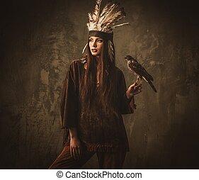 indio, mujer, cazador, con, Mascota, hawk, ,