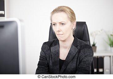 婦女, 沉思, 辦公室, 屏幕, 看, 電腦