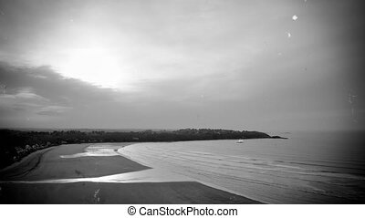 The tide in B&W time-lapse - grunge