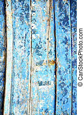 blue   and rusty nail
