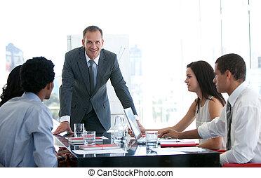 om, affär, folk, talande,  plan, färsk