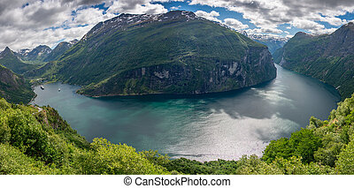 Whole Geirangerfjord in panorama - Panorama of the whole...
