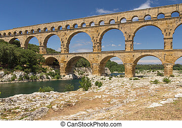 Side view od the Pont du Gard - The Pont du Gard (side view)...