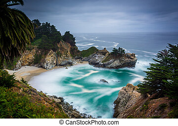 Long exposure of McWay Falls and the Pacific Ocean, at Julia...