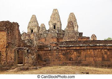 Pre Rup temple ruins - Tourists are visiting the upper...
