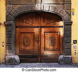 Tür, Antiquitäten