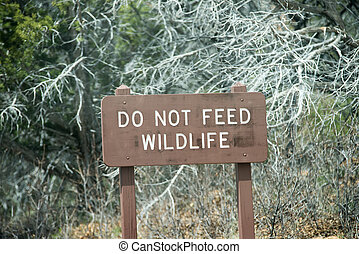 do not feed wildlife sign