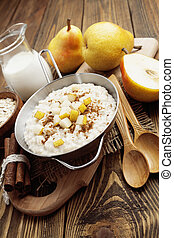 Oatmeal with pear and cinnamon - Oatmeal with caramelized...