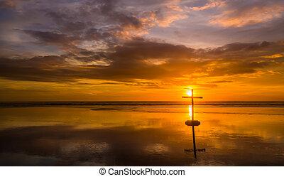 Reflexão, praia, crucifixos,