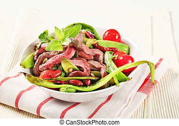 Vegetable salad with strips of roast beef