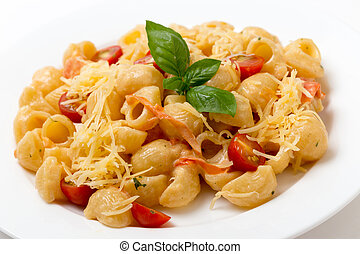 Pasta with cream and tomatoes