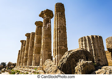 Hercules Temple ancient columns, Italy, Sicily, Agrigento -...