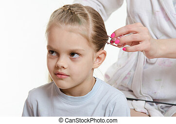 Mom braids hair six-year daughter - Mom braids long hair...
