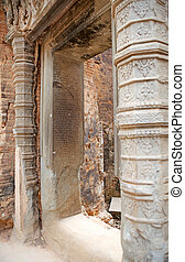 Lolei temple ruins - Architecture details at the Lolei...