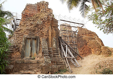 Lolei temple ruins, Roluos group, Angkor, Siem Reap,...