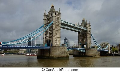 Tower Bridge - Panoramic time-lapse of Tower Bridge in...