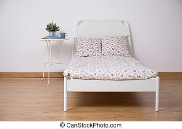 Freestanding bed in teen room - White freestanding bed in...
