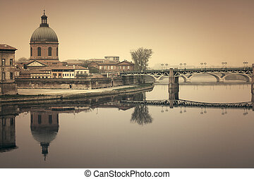 Toulouse cityscape - Reflections on the Garonne in Toulouse,...