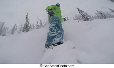 Freeriding on snowboard in powder snow