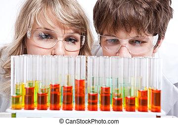 trabajando, científicos
