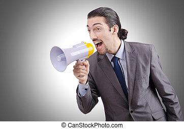 homem, shouting, e, gritando, com, alto-falante,