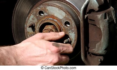 Unscrew the screws on the wheel on the car