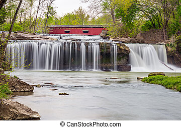 The Covered Bridge and The Cataract - The historic Cataract...