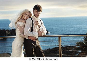 かわいい, 彼女, 若い, 抱き合う, 花嫁, 夫