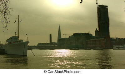 Glowing Thames in morning, London, early morning. The sun...