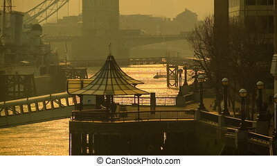 Early morning at the riverside - Life on the river Thames in...