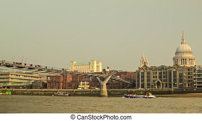 Panoramic view of St Pauls - Catch the relaxed moment of...