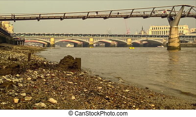 Bank of the River Thames - Explore the riverside of Thames...