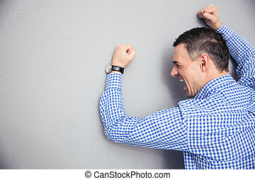 Images et photos de main poing frapper 1 217 images et photographies libres de droits de main - Fracture main coup de poing ...