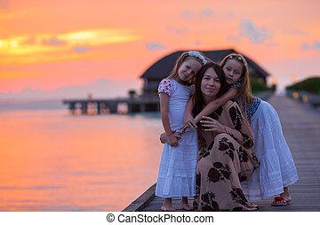 silhouette, de, jeune, mère, et, deux, elle, peu,...