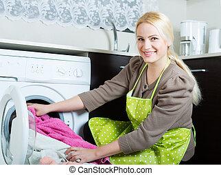 mulher, e, lavando, máquina,