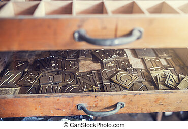 Equipment for engraving - Letters for engraving in an old...