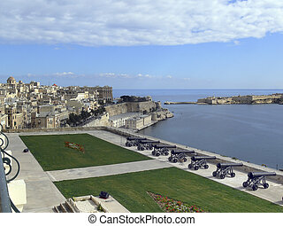 Malta cannons - view of Malta harbour with old cannons