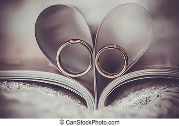 wedding rings in sign of the heart