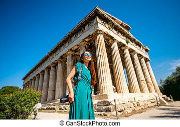 mujer, con, foto, cámara, cerca, Hephaistos, templo, en,...