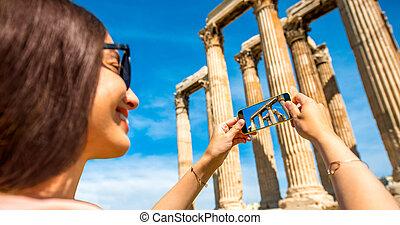 mulher, Fotografar, zeus, Templo, em, Grécia,