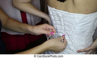 bridesmaid ties corset on wedding dress - bridesmaid ties...