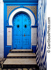 door in sousse - a door in the chasba of sousse in tunisia