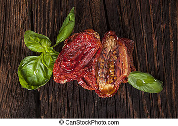 Sundried tomatoes - Delicious dried tomatoes and fresh basil...