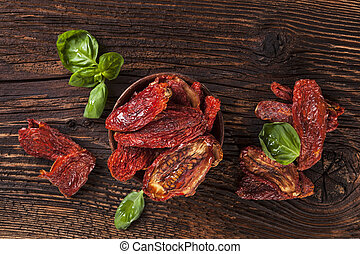 Sundried tomatoes - Delicious dried tomatoes with fresh...