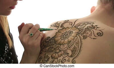 Mehndi Creating patterns with henna, close-up - Mehndi View...