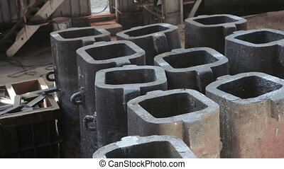 Ingot molds for steel casting - Metal dust of casting mold...