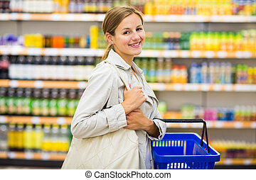 bonito, jovem, mulher, comprando, Mantimentos, em, Um,...