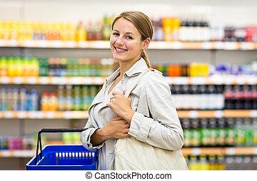 bonito, jovem, mulher, com, Um, shopping, cesta, comprando,...
