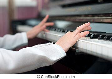 niño, aprendizaje, a, juego, el, piano.,