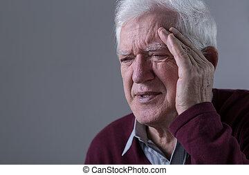tiene, viejo, hombre, dolor de cabeza